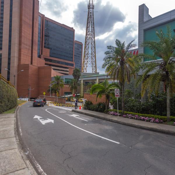 0621-servicio-parqueadero-el-tesoro-sotano-norte-plaza-cines-transversal-superior