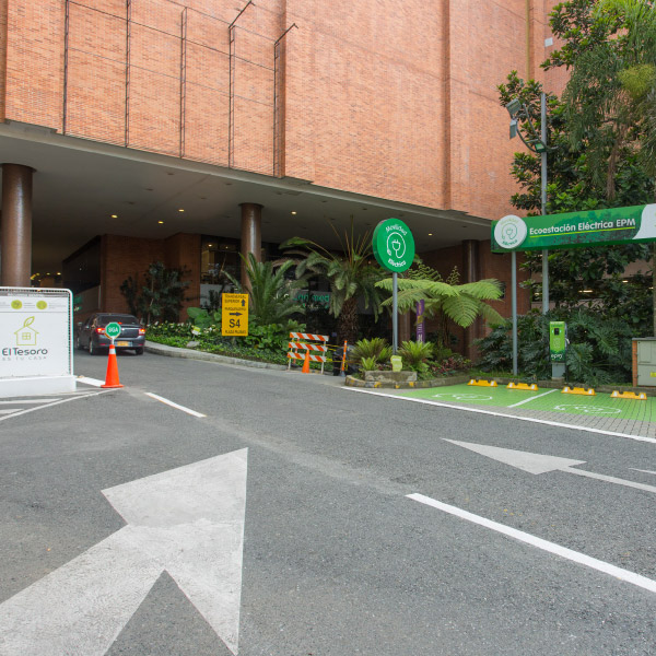 0621-servicio-parqueadero-el-tesoro-sotano-sur-plaza-palmas-ingreso-ecoparking-01